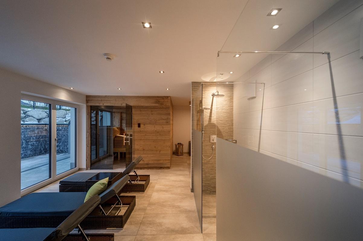 wellness mit sauna und infrarot. Black Bedroom Furniture Sets. Home Design Ideas
